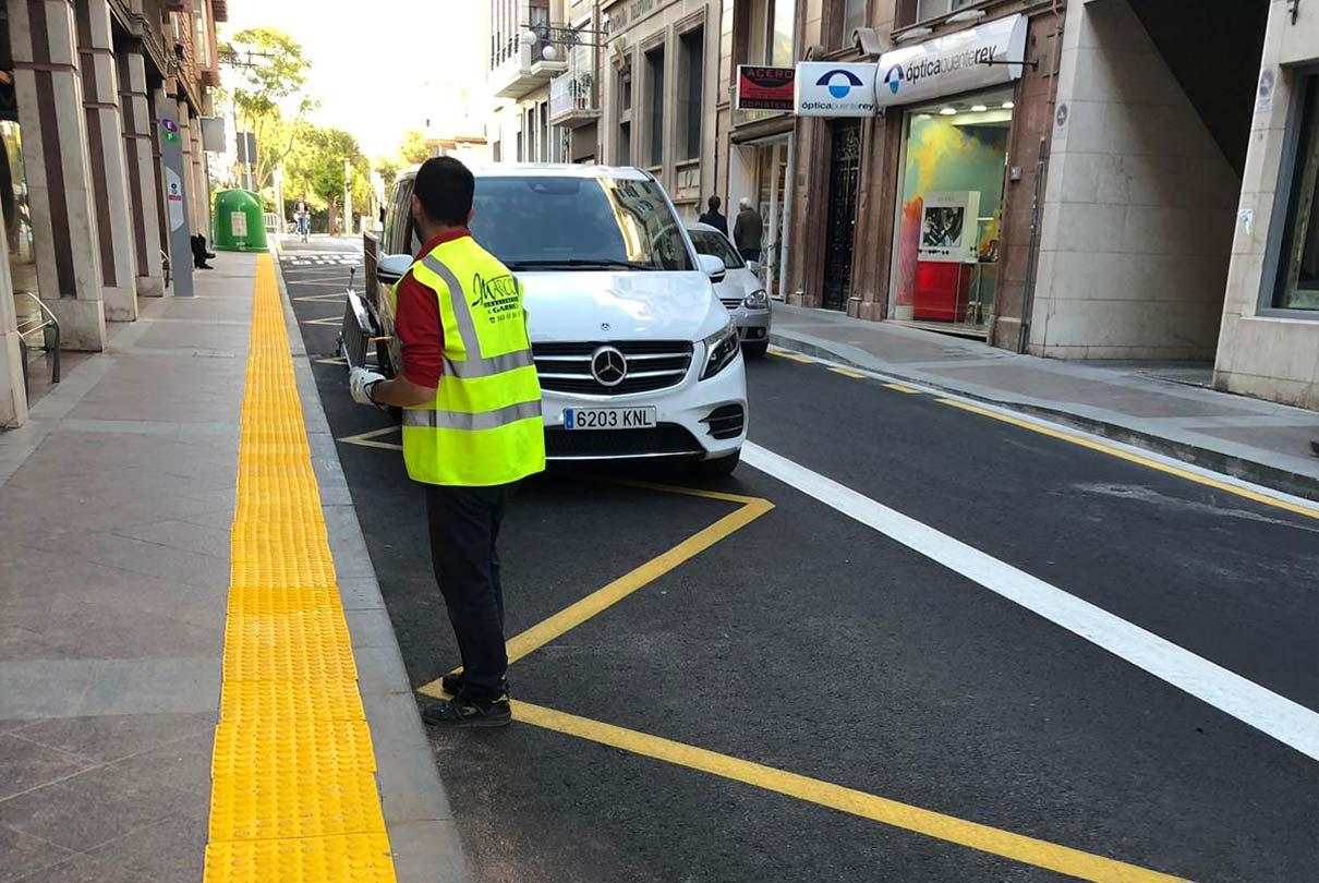 Adaptación del carril bus en el centro de Elche para mejora del tráfico.