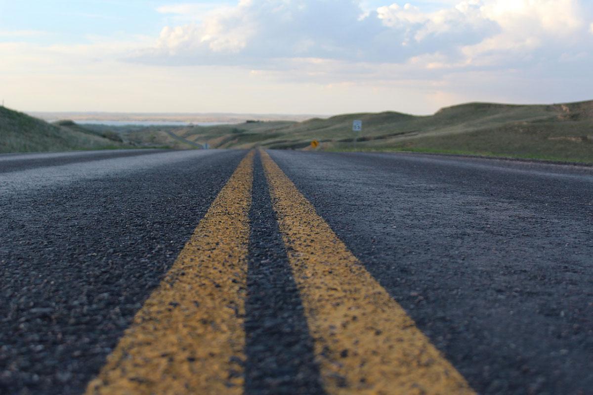 Cómo es un proceso de asfaltado de calles y caminos