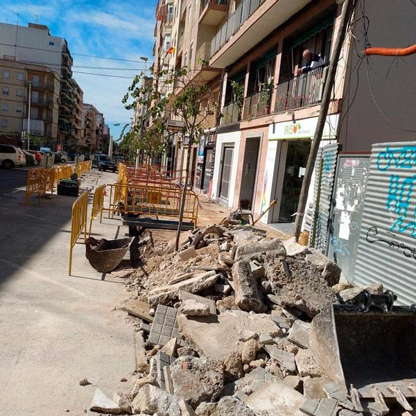Inversión de infraestruturas para el acondicionamiento de aceras y el asfaltado de carreteras