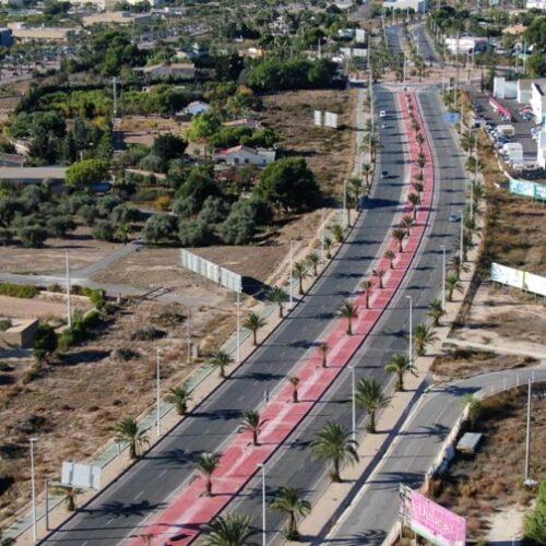 Mejora de la mediana central en la avenida de la Vía Parque